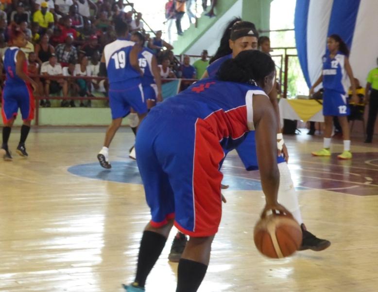 Aplausos para las chicas del baloncesto en Guantánamo