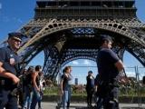 Comienzan en Francia instalación de muro antibalas en la torre Eiffel