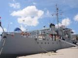 Arriba buque de la Armada dominicana con ayuda para damnificados