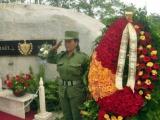 Flores para Vilma Espín en el II Frente en aniversario 57 de FMC